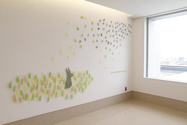 福岡大学病院新診療棟 小児医療センター / ひびのこづえ / 病棟エレベーターホール