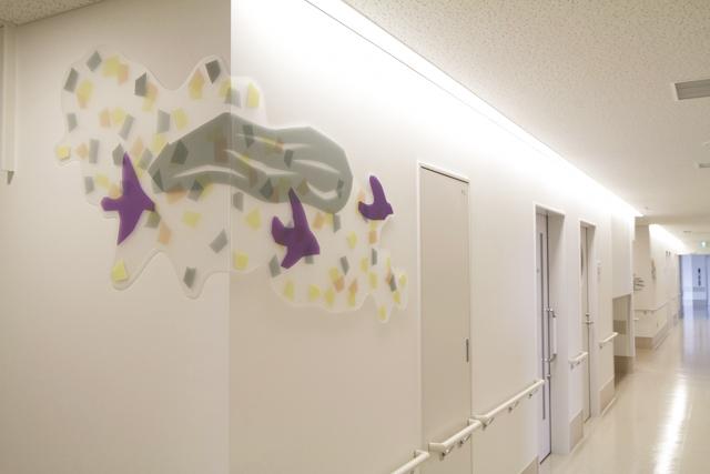 福岡大学病院新診療棟 小児医療センター / ひびのこづえ /病棟廊下